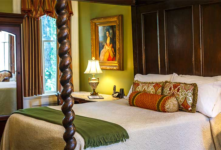 Best-Hotels-in-Savannah-GA-Eliza-Thompson