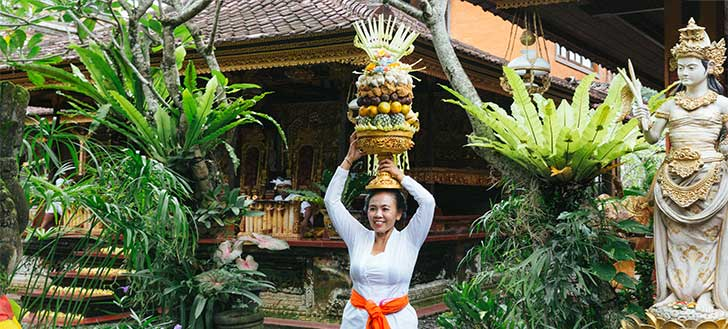 Best Things to Do in Indonesia Culture Balinese Offering