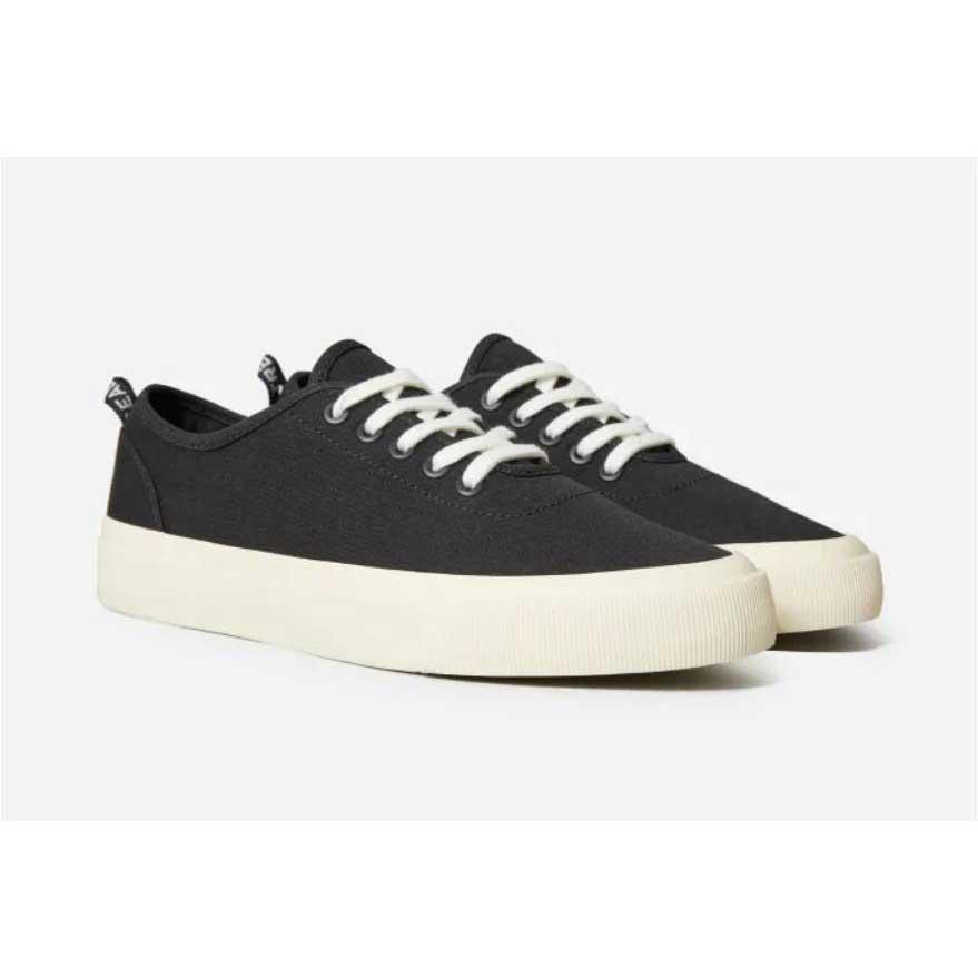 Black-Sneakers-Everlane