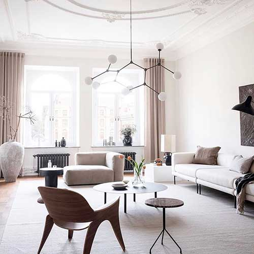 apartment-hacks-furniture-with-legs-off-the-floor