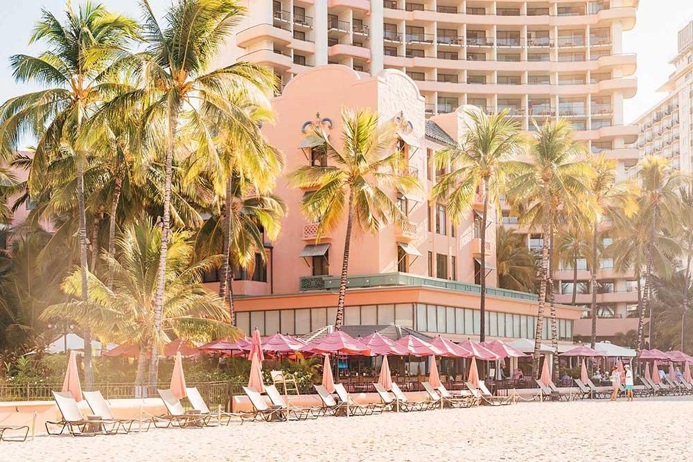 best-hotels-on-waikiki-beachfront