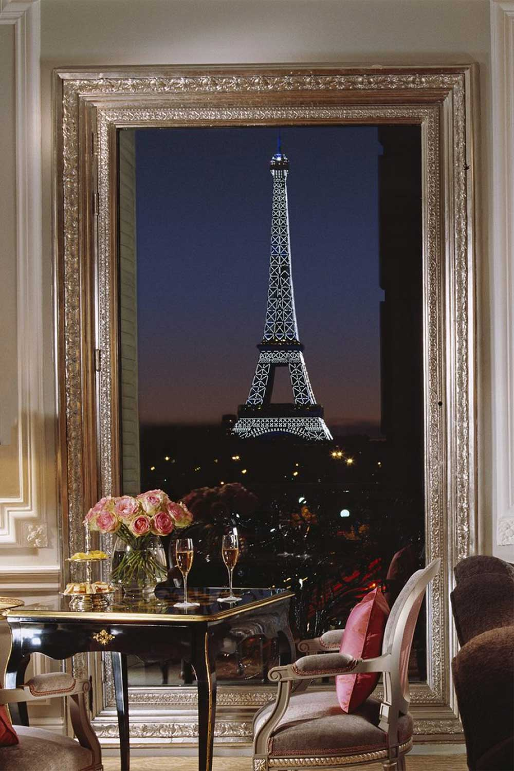 best-hotels-with-view-of-eiffel-tower