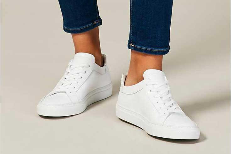 best-travel-shoes-white-sneakers