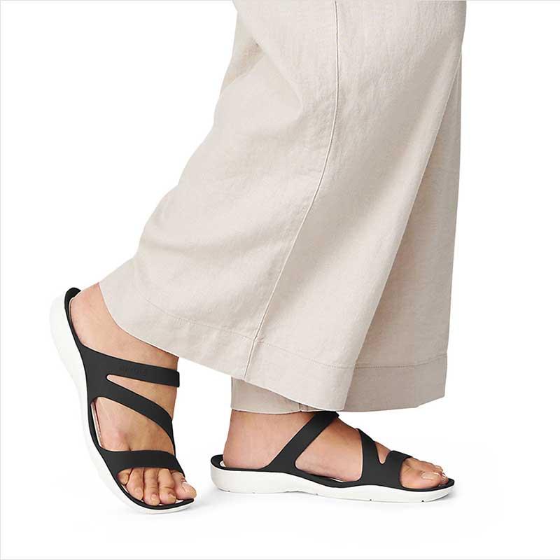 best-womens-sandals-for-walking-crocs