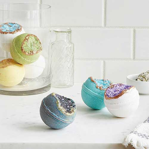 cheap-gifts-for-sister-bath-bomb-set
