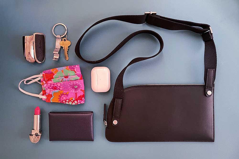 everlane-leather-sling-bag