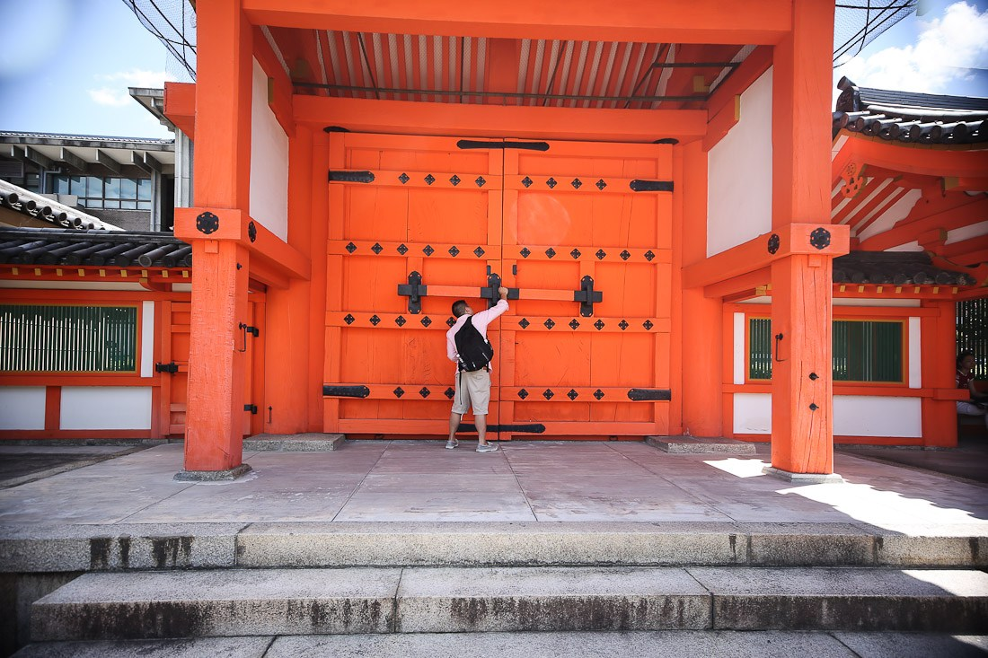 kyoto japan japanese tour tourist travel temple sanjusangendo wooden buddha statues kannon sher she goes orange