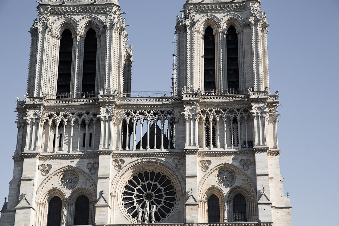 notre-dame-cathedral-church-roof-tours-stairs-tower-gargoyle-chimera-statue-paris-france-view-architecture-stone-photo-shershegoes.com (2)