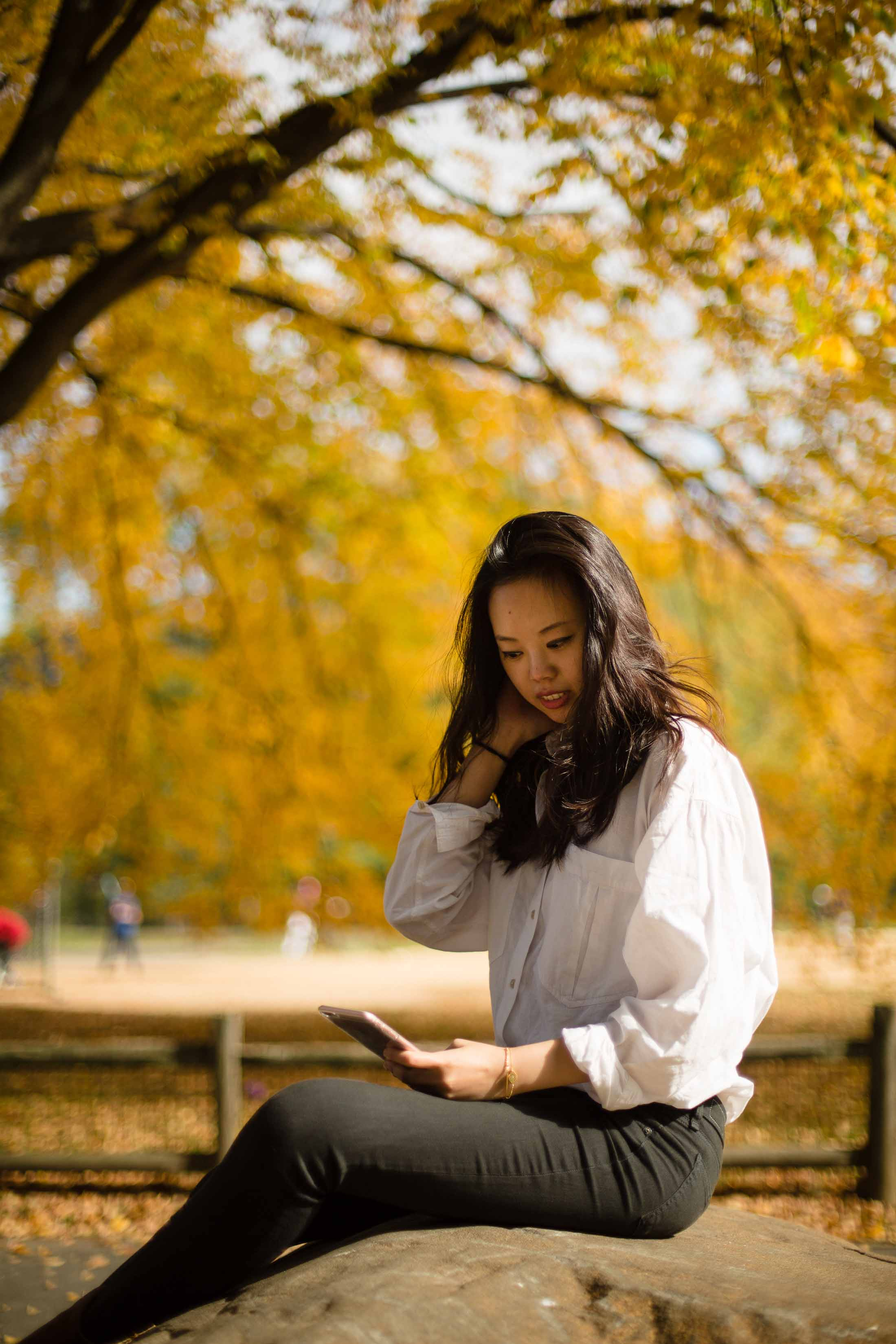 central park in the fall folliage nyc style blogger central park in the fall vince booties rag and bone jeans zara parka sher she goes shershegoes.com