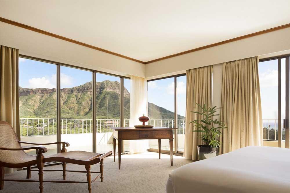 oceanfront-hotels-in-oahu-lotus-honolulu-at-diamond-head
