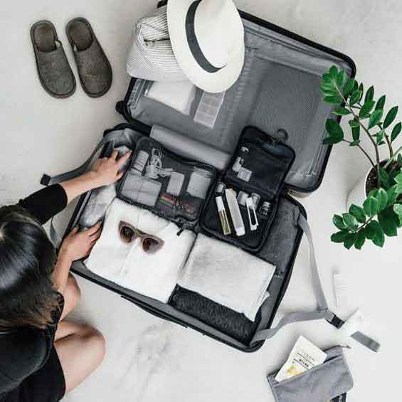 organized-carry-on-suitcase-with-packing-cubes