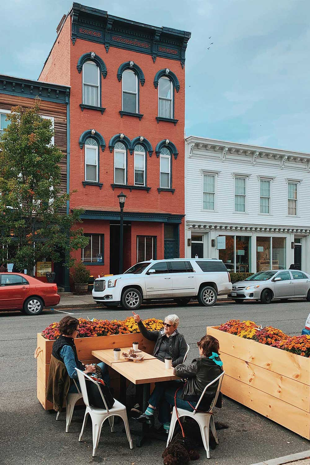 outdoor-dining-in-hudson-ny