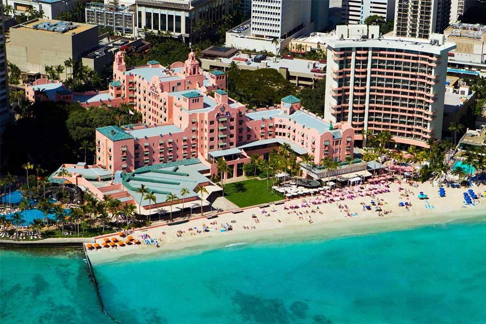 royal-hawaiian-luxury-hotel-in-oahu-on-the-beach