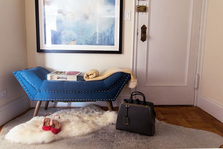 Decorating Ideas to Make the Most of a Small Apartment Entryway