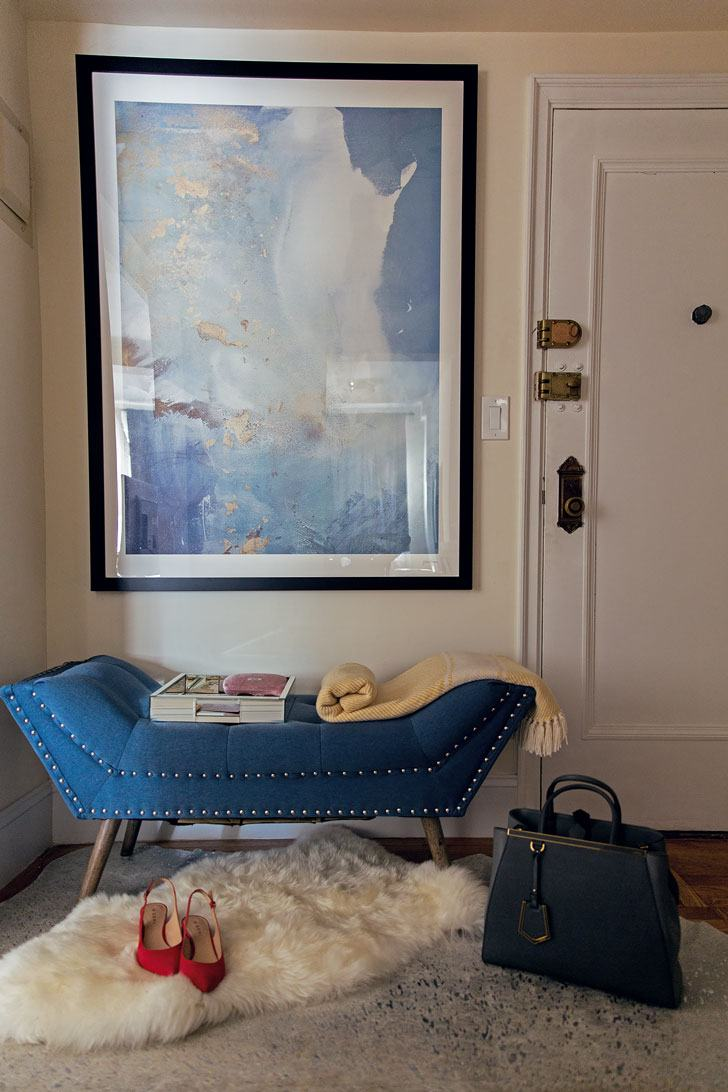 Decorating Tips For Living Room Brown Walls: 4 Decorating Ideas For A Small Apartment Entryway