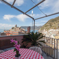 Vernazza Airbnb with Sea View